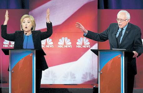 """סנדרס והילרי קלינטון בעימות טלוויזיוני לפני שבועיים. """"בקמפיין של קלינטון אומרים שאני לא יכול לנצח את הרפובליקאים. זה פשוט מאוד לא נכון"""""""