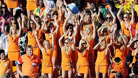 """""""נשות באווריה"""", מונדיאל 2010. באדווייזר ספגה פגיעה כפולה"""