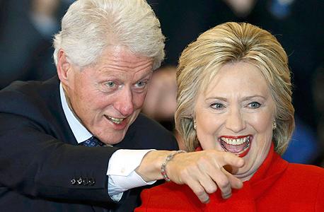 הילארי קלינטון ב פריימריז ב איווה עם בעלה הנשיא לשעבר ביל קלינטון 1, צילום: רויטרס