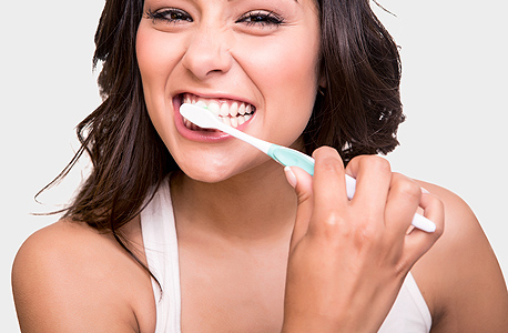 Sharing a toothbrush (illustration). Photo: Shutterstock