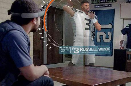 הדגמה משקפי מציאות מוגברת הולולנס של מיקרוסופט על פוטבול NFL hololens
