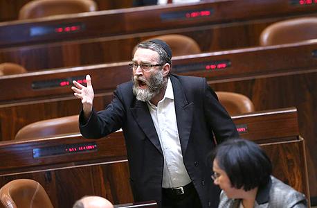 """יו""""ר ועדת הכספים ח""""כ משה גפני. תוקף את הכוונה להגביל את הכנסת, על אף שהוא חבר קואליציה"""