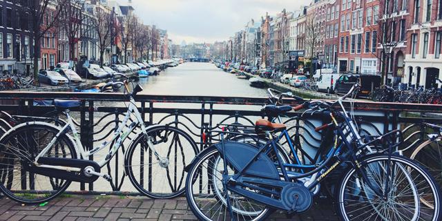 אמסטרדם תאסור על כניסת מכוניות מזהמות משנת 2030