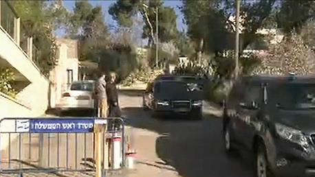 אהוד אולמרט וצא מביתו הבוקר ונכנס לכלא כלא, צילום: עפר מאיר