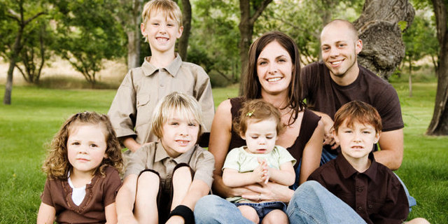 משפחה מרובת ילדים. ההוצות עלו בקצב המהיר ב-50% מקצב האינפלציה, צילום: Istock