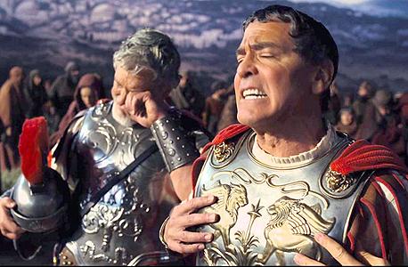 """""""יחי הקיסר!"""". מחווה לכל ז'אנר הוליוודי בשנות הארבעים והחמישים"""