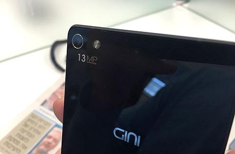 ג'יני gini  פלאפון סמארטפון 3, צילום: עומר כביר