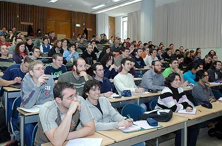סטודנטים. נמנעה פגיעה בוועד ראשי האוניברסיטאות (למצולמים אין קשר לנאמר)