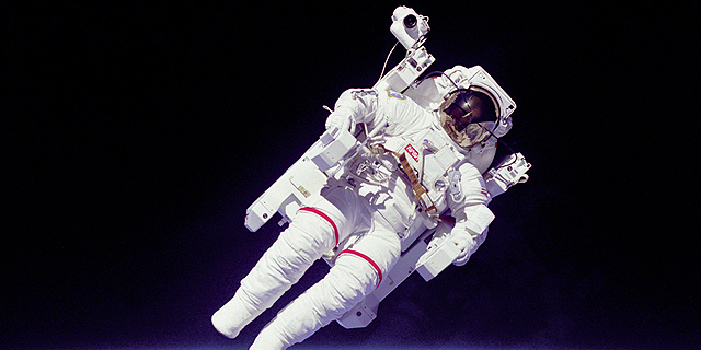 גם אסטרונאוטים צריכים לשירותים