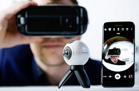 מצלמת סמסונג גיר 360 gear משדרת ל גלקסי 7S, צילום: בלומברג