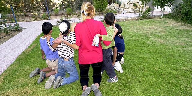 """דו""""ח OECD קשה: ישראל במקום השני בעוני ילדים"""