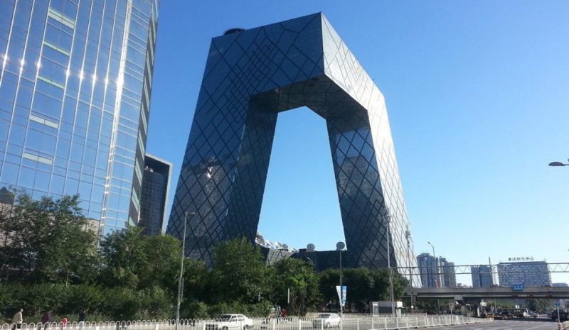 מטה הטלוויזיה הממלכתית. 54 קומות שמזכירות מכנסיים גדולים