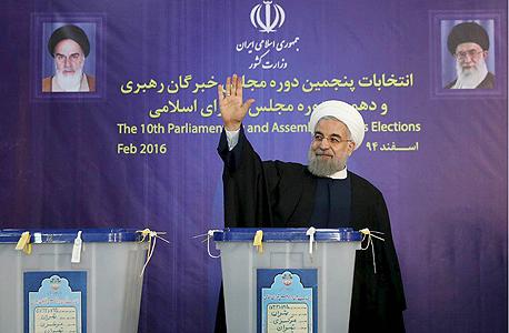 נשיא איראן חסן רוחאני אחרי הבחירות בפברואר 2016, צילום: רויטרס