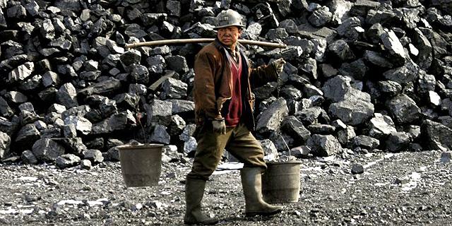 סין מתכננת לפטר 1.8 מיליון עובדים בתעשיות הפחם והפלדה