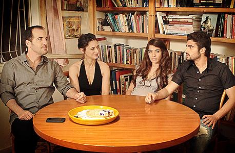 מימין: אושרי כהן, רותם זיסמן־כהן, לנה אטינגר ונבו קמחי. הדרכת שחקנים טובה