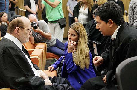 """מימין עו""""ד עמית חדד ענבל אור ועו""""ד יעקב וינרוט אתמול ב בית המשפט, צילום: אוראל כהן"""