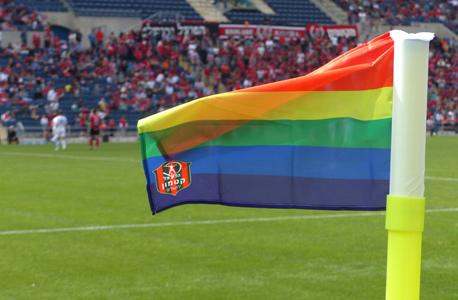 דגל הקרן הפך לדגל הגאווה. הקבוצה זוכה לשיתופים רבים ברשתות החברתיות