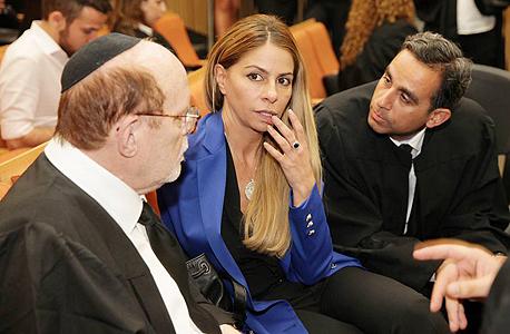"""מימין עו""""ד עמית חדד ענבל אור ועו""""ד יעקב וינרוט בבית המשפט, צילום: אוראל כהן"""