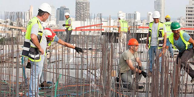 עובד זר שזכויותיו נשללו תבע את מעסיקיו וזכה ב-200 אלף שקל