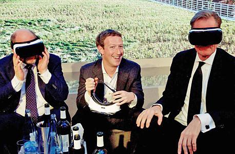במרכז מנכ ל פייסבוק מארק צוקרברג נוצר את המלכה ו את הכסף, צילום: גטי אימג'ס