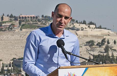 """קורנפיין על נוף ירושלימי. """"כל גרם של שיווק חיובי הוא משמעותי. בלוגר שיש לו 2 מיליון עוקבים שכותב על ירושלים בהקשר ספורטיבי, זה מסייע מאוד לירושלים ולישראל"""" , צילום: אוהד צויגנברג"""