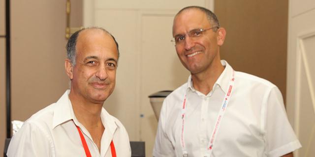 """מימין: מנכ""""ל אפריקה ישראל מגורים אורן הוד ומנכ""""ל שיכון ובינוי נדל""""ן תמיר דגן, צילום: אוראל כהן"""