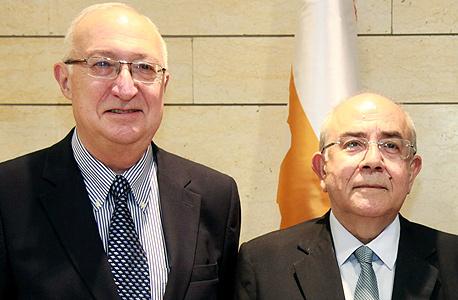 """מימין: יו""""ר הפרלמנט של קפריסין יאנאקיס אומירו וח""""כ מנואל טרכטנברג, צילום: יצחק הררי"""
