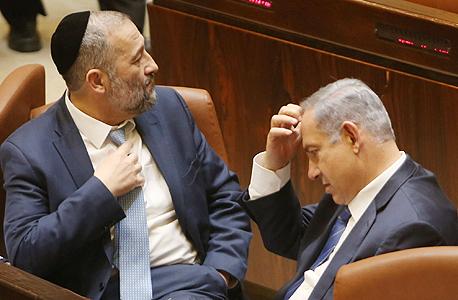 בנימין נתניהו ראש הממשלה אריה דרעי שר הפנים ב מליאת הכנסת, צילום: אלכס קולומויסקי