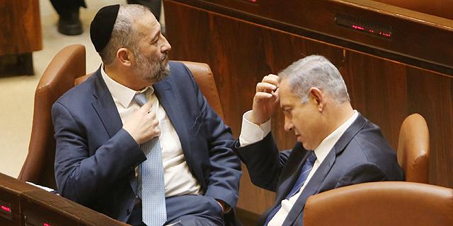 נתניהו ודרעי במליאת הכנסת, צילום: אלכס קולומויסקי