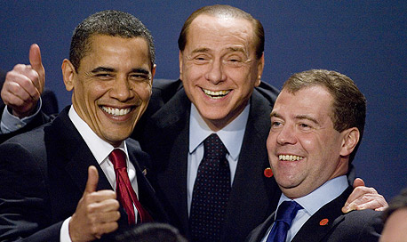 פסגת הג'י 20 G20 לונדון ברק אובמה נשיא רוסיה ראש ממשלת איטליה, צילום מסך: בלומברג