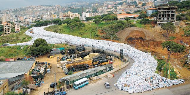 """תושבי לבנון הפגינו נגד הממשלה: """"אתם מסריחים"""""""