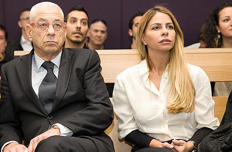 """ענבל אור ועו""""ד שלה נחום פיינברג בבית משפט מחוזי תל אביב, צילום: אוראל כהן"""