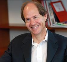 קאס סאנסטיין. מומחה למשפט חוקתי