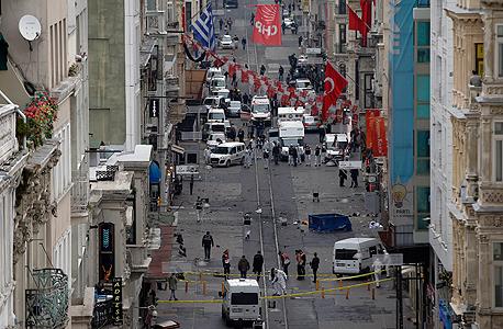 מבט נוסף על זירת הפיגוע, צילום: איי פי