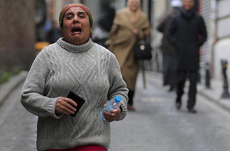 תושבת איסטנבול, זמן קצר לאחר הפיגוע, צילום: רויטרס