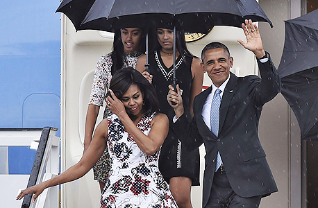 """ברק אובמה נשיא ארה""""ב בביקור עם משפחתו בהוואנה קובה, צילום: איי אף פי"""