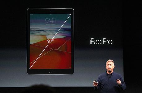 אייפד פרו חדש 9.7 אינץ' פיל שילר סגן נשיא לשיווק אפל , צילום: גטי אימג'ס