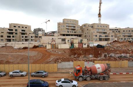 בנייה ב גבעת סאנסאן ב צור הדסה, צילום: עמית שאבי