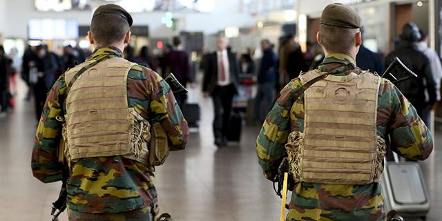 חיילים בלגיים בנמל התעופה של בריסל הבוקר אחרי הפיצוצים, צילום: איי אף פי
