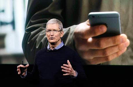 """מנכ""""ל אפל טים קוק באירוע ההשקה של אפל 22.3.16, צילום: איי פי"""