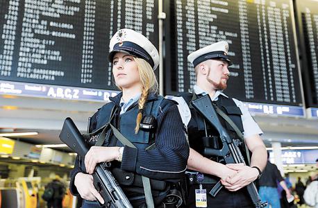 מגבירים כוננות בנמל התעופה בפרנקפורט, גרמניה , צילום: איי פי