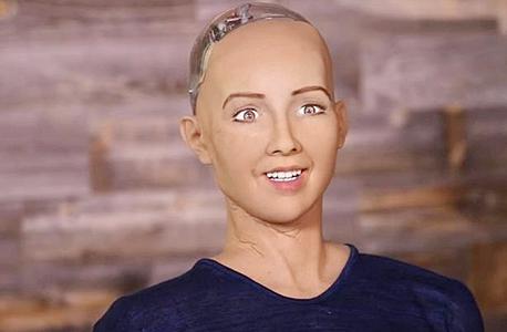 הרובוטית סופיה. המתכנת מחליט מהו אידאל היופי