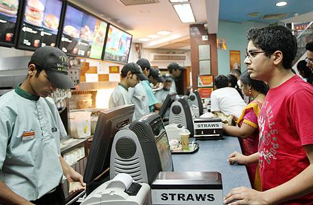 עובדים במקדונלדס בהודו