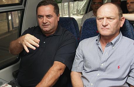 """מימין בועז צפריר מנכ""""ל רכבת ישראל ו ישראל כץ שר התחבורה, צילום: צביקה טישלר"""