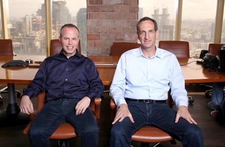 """מימין: דרור גיל סמנכ""""ל טכנולוגיות ושרון כרמל מייסד ומנכ""""ל בימר"""