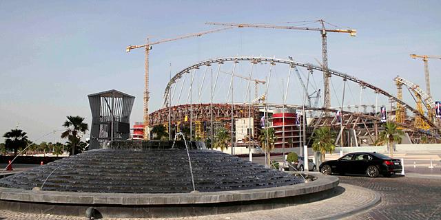 אצטדיון כדורגל בקטאר. מספר העובדים בפרויקטים הקשורים למונדיאל גדל מ-2,000 ל-4,000 בשנה האחרונה וצפוי לגדול בשנתיים הקרובות ליותר מ-36 אלף. , צילום: רויטרס