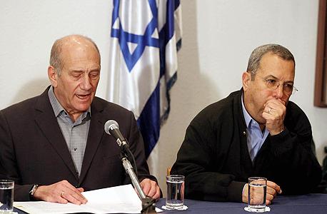 מימין אהוד ברק ו אהוד אולמרט בעת שהיו שר הביטחון וראש הממשלה, צילום: טל שחר