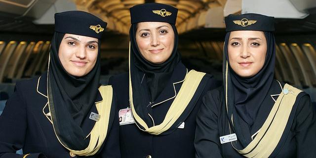 דיילות חברת תעופה אייר איראן, צילום: Viking Wings