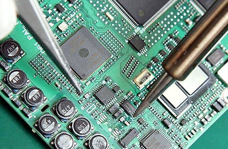 בין התוכנה והחומרה, מי מהמהנדסים מרוויח יותר באפל?, צילום: בלומברג