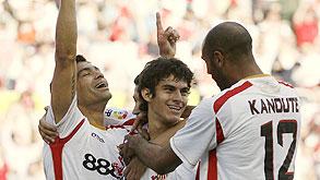 שחקני סביליה חוגגים. חברות הספורט בספרד קורסות, צילום: רויטרס